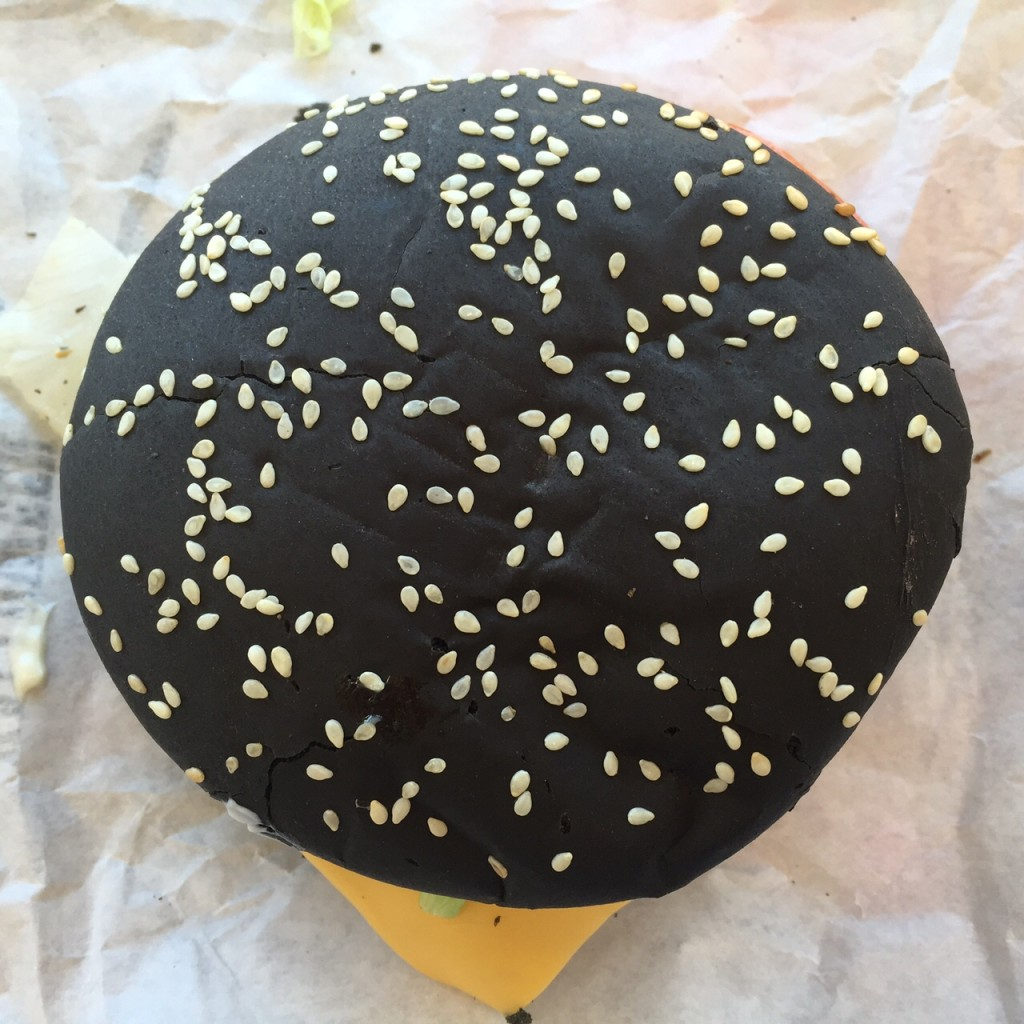 Schwarzer Halloween Whopper bei Burger King USA